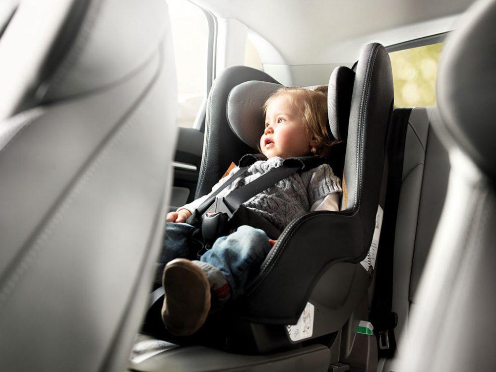 Cómo elegir la mejor silla de coche para bebé o niños