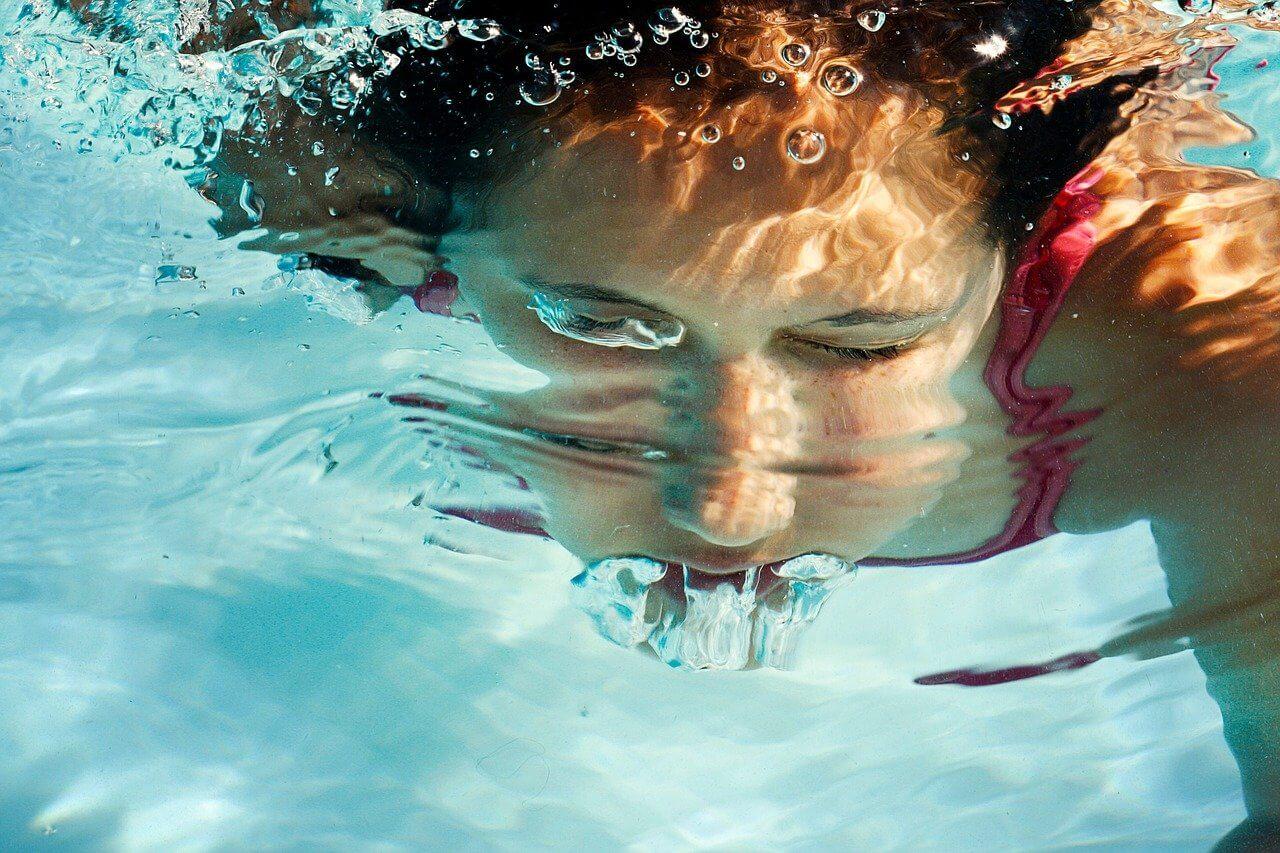 Cómo enseñar a nadar a tu bebé Burbujas