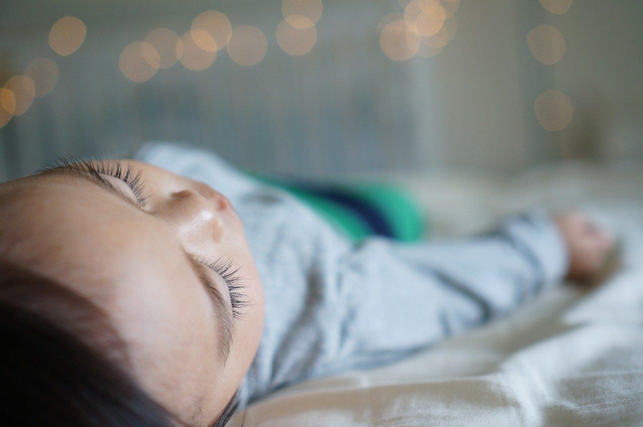 Consejos para que tu bebé duerma por las noches durmiendo