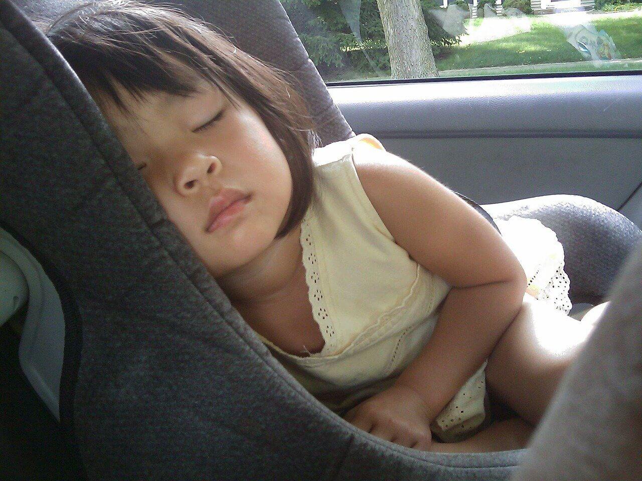 Viajar con bebés y niños coche